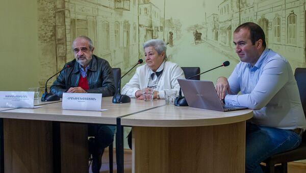 Рубен Бабаян и Грануш Харатян на пресс-конференции по теме провала спектакля Волнение и звонок (5 ноября 2019). Еревaн - Sputnik Արմենիա