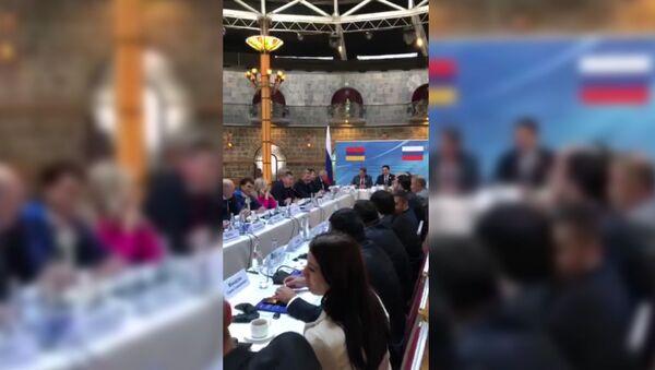 На Заседании Межпарламенской комиссии спел Депутат песню Черный ворон - Sputnik Արմենիա