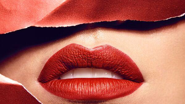 Чувственные женские губы накрашенные ярко-красной помадой - Sputnik Արմենիա