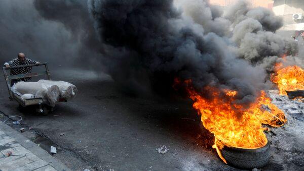 Иракские демонстранты во время антиправительственных акций протеста в Багдаде, Ирак - Sputnik Армения