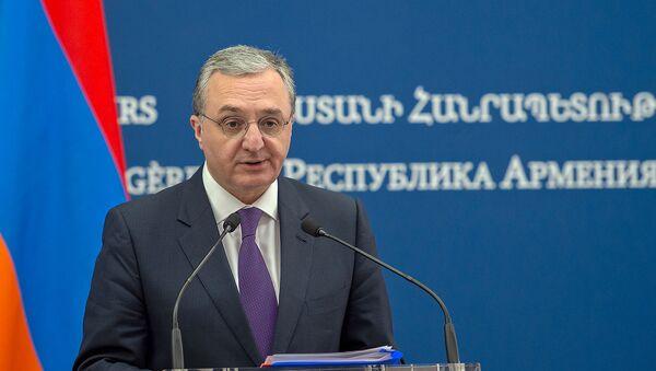 Министр иностранный дел Армении Зограб Мнацаканян на совместной пресс-конференции с российским коллегой (11 ноября 2019). Ереван - Sputnik Армения