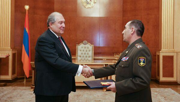 Президент Армен Саркисян присвоил звание генерал-майора полковнику Армену Арутюняну (11 ноября 2019). Еревaн - Sputnik Արմենիա
