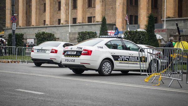 Полицейские автомобили перед зданием парламента Грузии на проспекте Руставели (15 ноября 2019). Тбилиси - Sputnik Армения