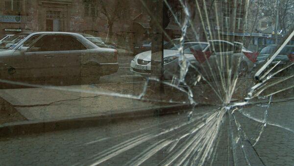 Разбитое стекло на улице - Sputnik Արմենիա