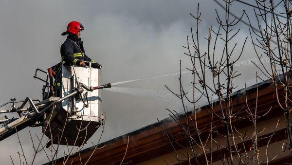 Пожар на перекрестке улиц Абовяна и Пушкина (21 ноября 2019). Еревaн - Sputnik Արմենիա