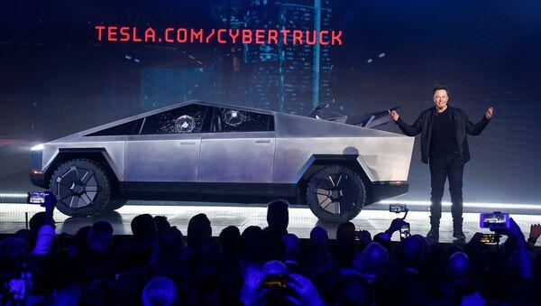 Гендиректор Tesla Элон Маск во время презентации Cybertruck в студии дизайна Tesla (21 ноября 2019). Калифорния - Sputnik Արմենիա