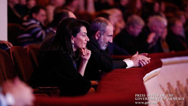 Премьер-министр Никол Пашинян с супругой Анной Акопян посетили концерт, посвященный 80-летию композитора Роберта Амирханяна (23 ноября 2019). Еревaн - Sputnik Армения