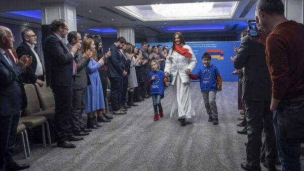 Հաշմանդամություն ունեցող անձինք ու հայտնիները` մեկ բեմում - Sputnik Արմենիա