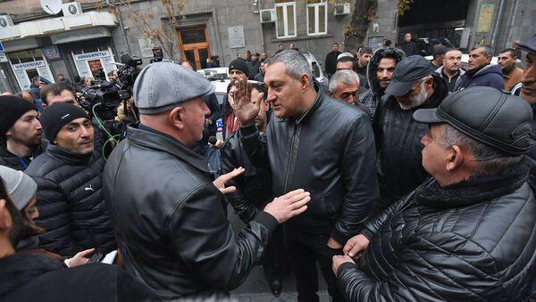 Акция протеста импортеров автомобилей перед зданием КГД (27 ноября 2019). Еревaн - Sputnik Արմենիա