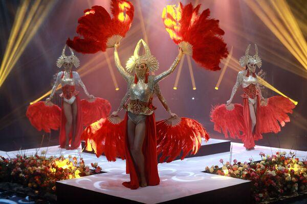 Танцовщицы выступают в финале международного конкурса Miss Fashion 2019  GODDESS OF THE UNIVERSE в концертном зале Vegas City Hall в Москве - Sputnik Армения