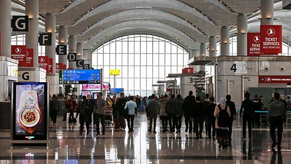 Пассажиры в аэропорту имени Ататюрка (6 апреля 2019). Стамбул - Sputnik Армения