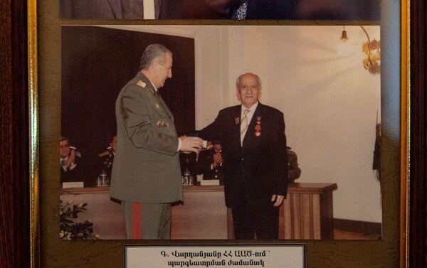 Գևորգ Վարդանյանի և ԱԱԾ տնօրեն Գորիկ Հակոբյանի լուսանկարը`ԱԱԾ թանգարանում - Sputnik Արմենիա