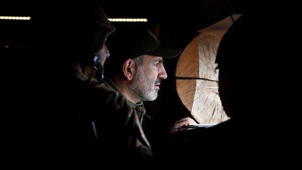 Премьер-министр Армении Никол Пашинян и президент Карабаха Бако Саакян побывали на оборонительных позициях Карабаха (30 ноября 2019). Карабах - Sputnik Армения