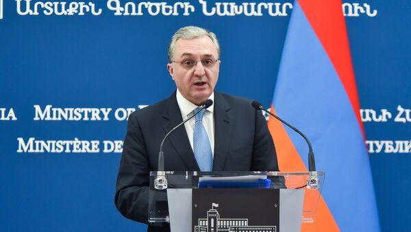 Министр иностранных дел Армении Зограб Мнацаканян на совместная пресс-конференция с иорданским коллегой (2 декабря 2019). Еревaн - Sputnik Արմենիա