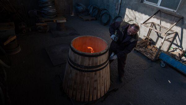 Производство бочек для коньяка - Sputnik Армения