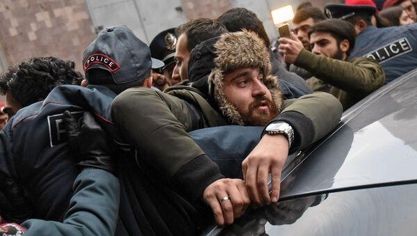 Акция протеста у здания министерства науки, образования, культуры и спорта (3 декабря 2019). Еревaн - Sputnik Армения