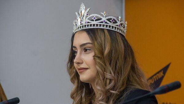 Мисс Ереванская красавица Ангелина Тананян на пресс-конференции обладательницы титула «Ереванская красавица» (4 декабря 2019). Еревaн - Sputnik Армения