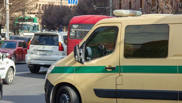 Инкассаторский автомобиль на проспекте Тиграна Великого - Sputnik Արմենիա