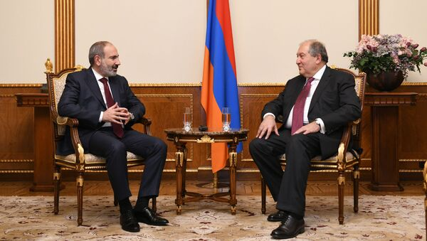 Встреча премьер-министра Никола Пашиняна и президента Армена Саркисяна (9 декабря 2019). Еревaн - Sputnik Армения
