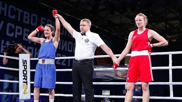 Ани Овсепян празднует победу после боя с Шахлой Алахвердиевой (12 декабря 2019). Белоярск - Sputnik Армения