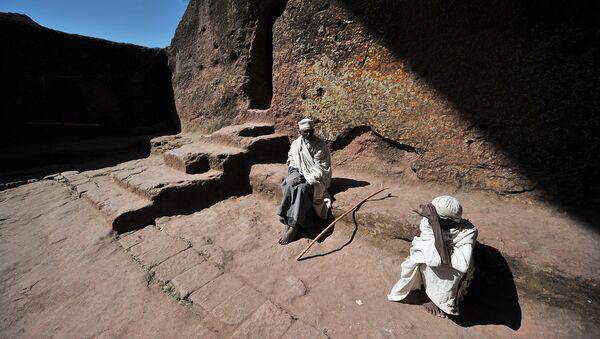 Пожилые эфиопские православные христиане во время ежегодного фестиваля Тимкат (19 января 2012). Лалибель - Sputnik Արմենիա