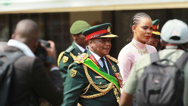 Генерал армии Константино Чивенга (в центре) со своей супругой Мэри на церемонии инаугурации президента Эммерсона Мнангагвы (24 ноября 2017). Хараре, Зимбабве - Sputnik Армения