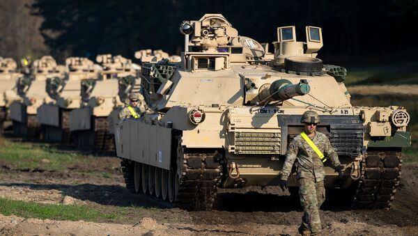 Боевые танки Абрамса на железнодорожной станции Пабраде примерно в 50 км к северу от Вильнюса (21 октября 2019). Литва - Sputnik Արմենիա