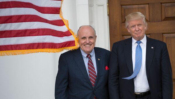 Избранный президент США Дональд Трамп встречается с бывшим мэром Нью-Йорка Руди Джулиани (20 ноября 2016). Бедминстер - Sputnik Армения