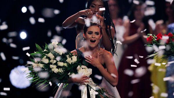 Реакция Камиллы Шриер после победы в конкурсе Мисс Америка (19 декабря 2019). Ункасвилль, штат Коннектикут - Sputnik Армения