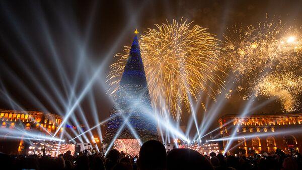Торжественная церемония зажжения огней на главной елке страны (21 декабря 2019). Еревaн - Sputnik Արմենիա