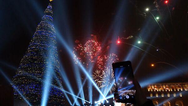 Հայաստանի  գլխավոր տոնածառի լույսերը վառվեցին - Sputnik Արմենիա