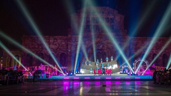 Торжественная церемония зажжения огней на главной елке страны (21 декабря 2019). Еревaн - Sputnik Армения