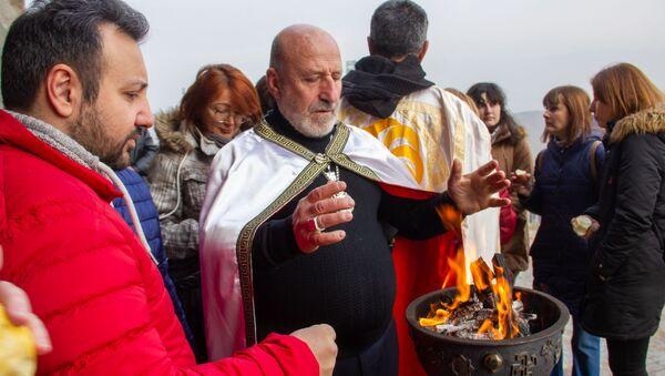 Aрмянские язычники Арорди, празднуют день рождения бога солнца Михра около крепости Эребуни (22 декабря 2019). Еревaн - Sputnik Արմենիա