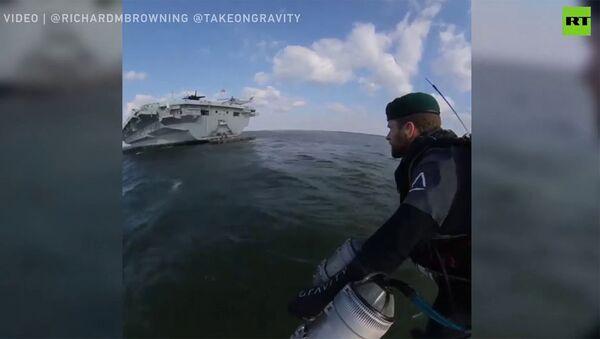 Человек-ракета пролетел между кораблями в открытом море - Sputnik Армения