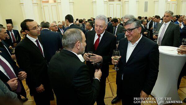 Премьер-министр Никол Пашинян организовал прием для представителей бизнес-класса (26 декабря 2019). Еревaн - Sputnik Армения