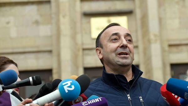 Председатель Конституционного суда Грайр Товмасян после допроса встретился с журналистами (27 декабря 2019). Еревaн - Sputnik Արմենիա