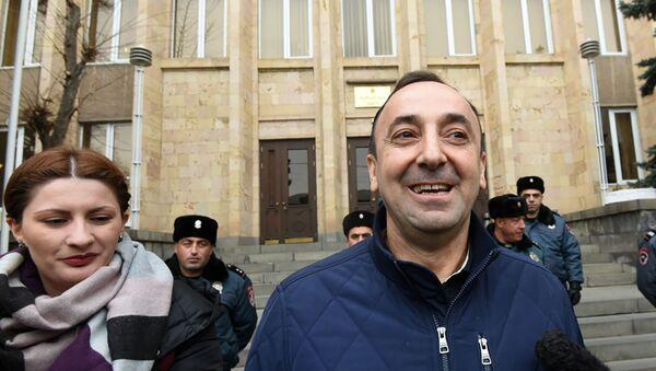 Председатель Конституционного суда Грайр Товмасян после допроса встретился с журналистами (27 декабря 2019). Еревaн - Sputnik Армения