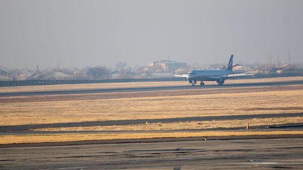 Самолет в аэропорту Звартноц - Sputnik Армения