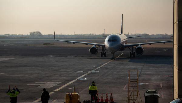 Самолет юбилейного рейса Ереван - Москва в аэропорту Звартноц (30 декабря 2019). Ереван - Sputnik Армения