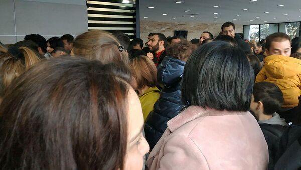Армянские туристы на армяно-грузинской границе (31 декабря 2019).  - Sputnik Արմենիա