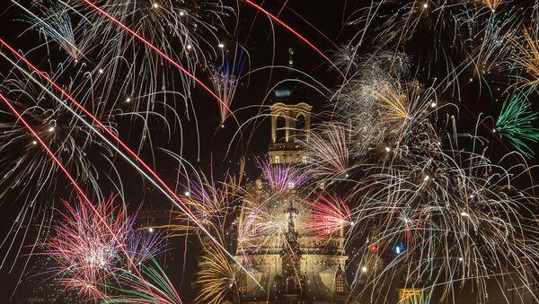 Новогодний фейерверк над церковью Богоматери в Дрездене, Германия - Sputnik Армения