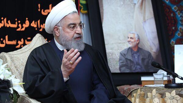Президент Ирана Хасан Роухани навестил семью убитого генерала Касема Сулеймани (4 января 2020). Иран - Sputnik Армения