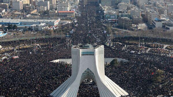 Траурная процессия по убитому иранскому генералу Касему Солеймани (6 января 2020). Тегеран - Sputnik Армения