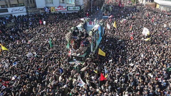 Траурная процессия по убитому иранскому генералу Касему Солеймани (7 января 2020). Керман, Иран - Sputnik Армения