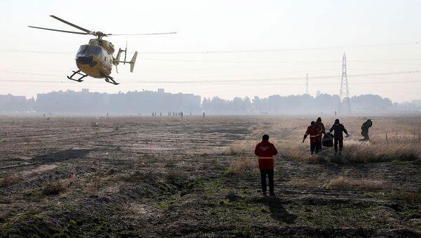 Спасатели на месте крушения украинского самолета возле аэропорта Имама Хомейни (8 января 2020). Тегеран - Sputnik Армения
