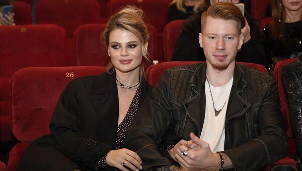 Певец Никита Пресняков с супругой Аленой - Sputnik Армения