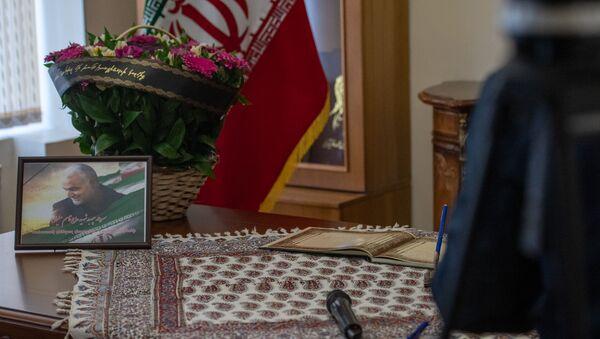 В Посольстве Ирана в Армении открыта книга соболезнований в связи с убийством иранского генерала Касема Хосейни (8 января 2020). Еревaн - Sputnik Армения