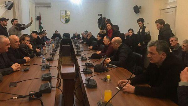 Депутаты приняли проект постановления с предложением об отставке президента Абхазии (9 января 2020). Сухуми - Sputnik Армения
