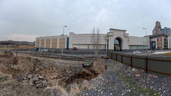 Строительный котлован рядом с ТЦ Далма Гарден Молл (10 января 2020). Ереван - Sputnik Արմենիա