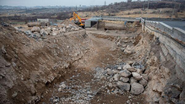 Строительные работы рядом с ТЦ Далма Гарден Молл (10 января 2020). Ереван - Sputnik Армения